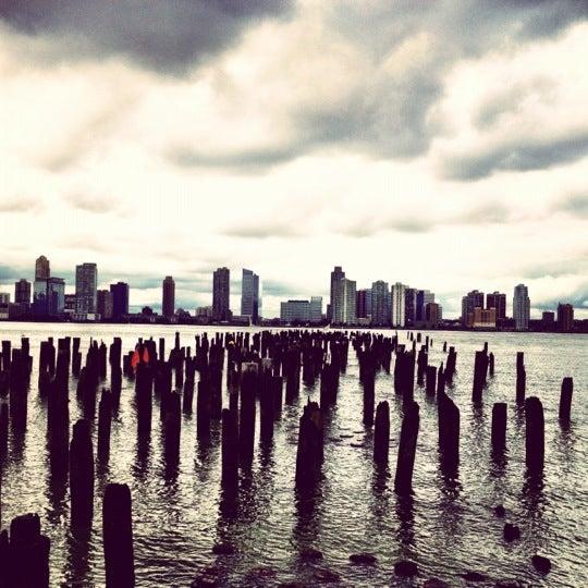 Das Foto wurde bei Hudson River Park von Tom B. am 9/29/2012 aufgenommen