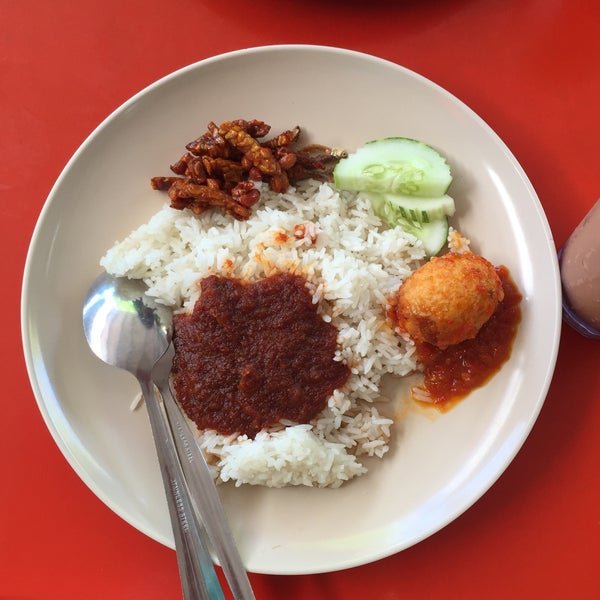 Photo taken at Nasi Lemak Cinta Sayang by Mizs N. on 1/23/2016