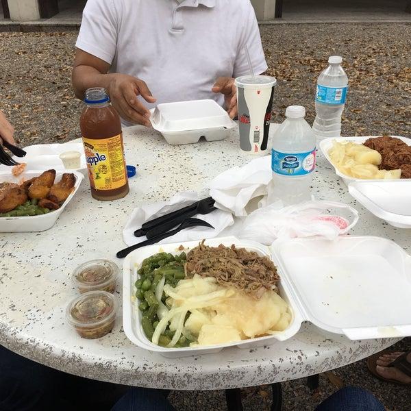 Foto tomada en Latin Square Cuisine por Amy J. el 3/18/2016