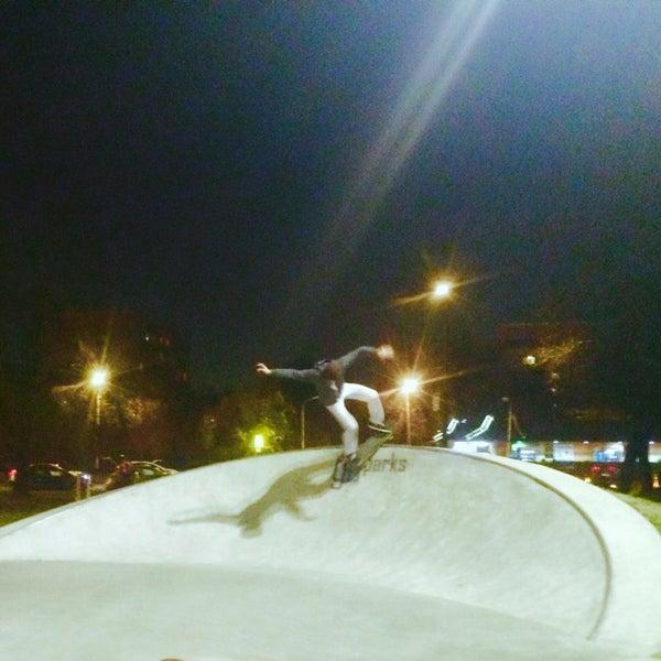 Das Foto wurde bei Скейт-парк «Садовники» von Sasha M. am 10/11/2014 aufgenommen