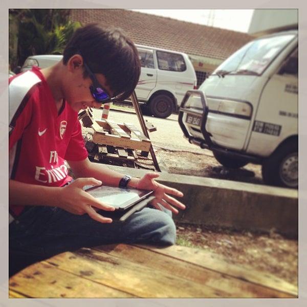 Photo taken at Cendol & Rojak Taman Bahagia by Johan Affendi J. on 12/29/2012