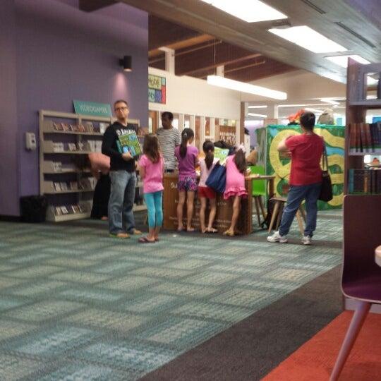 6/23/2014에 Kathy R.님이 Niles Public Library District에서 찍은 사진