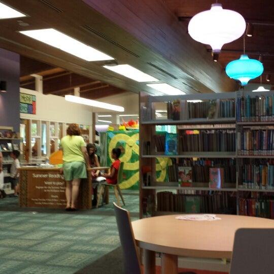 6/16/2014에 Kathy R.님이 Niles Public Library District에서 찍은 사진