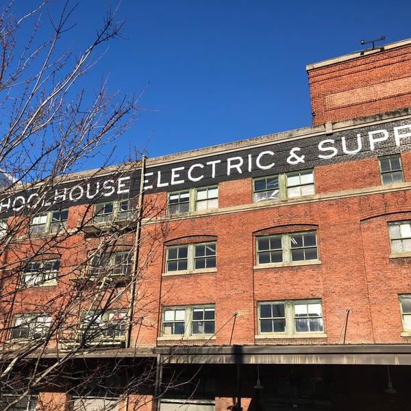 1/13/2018 tarihinde Ingrid Y.ziyaretçi tarafından Schoolhouse Electric & Supply Co.'de çekilen fotoğraf
