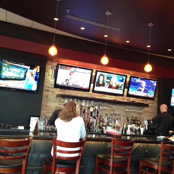 Снимок сделан в The V - Virginia's Eatery and Brew House пользователем David L. 4/22/2013