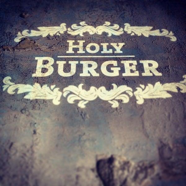 Das Foto wurde bei Holy Burger von Georg B. am 6/26/2014 aufgenommen