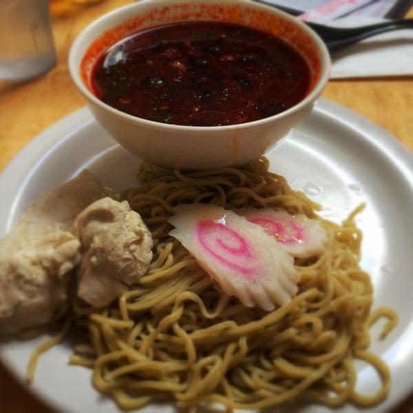 Photo taken at Samurai Noodle by Sheraz M. on 4/21/2014