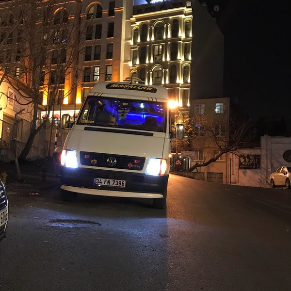 Foto scattata a Boğaziçi Elektrik Genel Müdürlüğü (Bedaş) da Abdulmuttalip T. il 1/31/2018