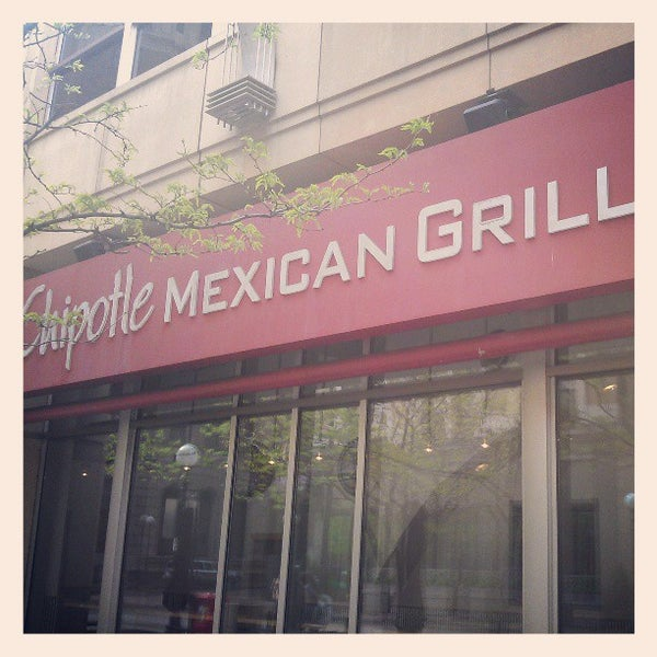 Photo taken at Chipotle Mexican Grill by Anthony S. on 5/21/2013