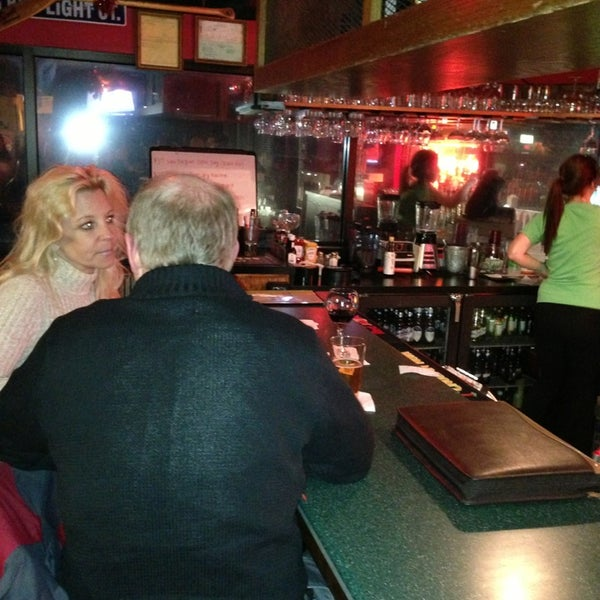 Photo taken at Hudson's Classic Grill & Bar by Troy P. on 2/21/2013