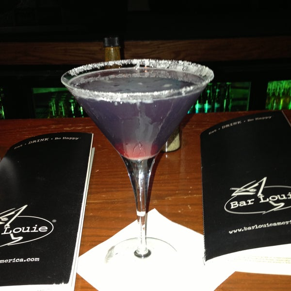 Photo taken at Bar Louie by Diane S. on 4/13/2013