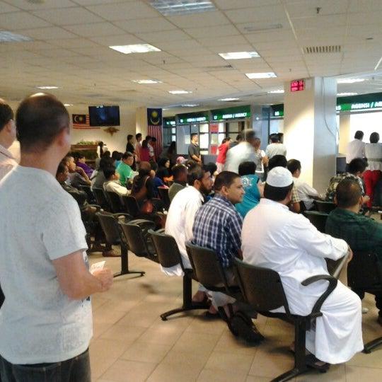 Photo taken at Jabatan Imigresen Malaysia by Kamarul Aznam A. on 1/8/2013