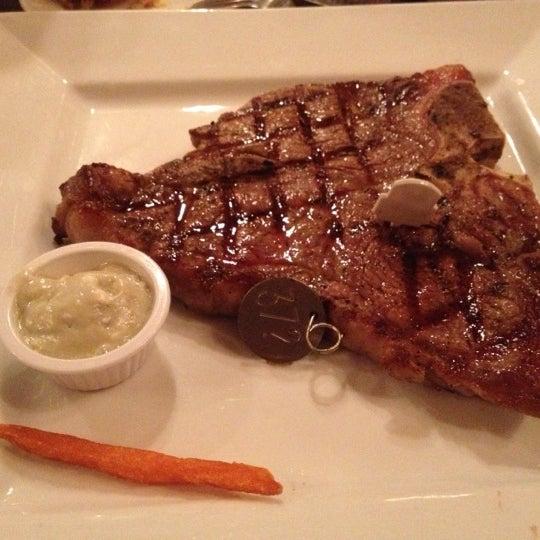Foto tomada en Taste of Texas por Leila J. el 10/10/2012