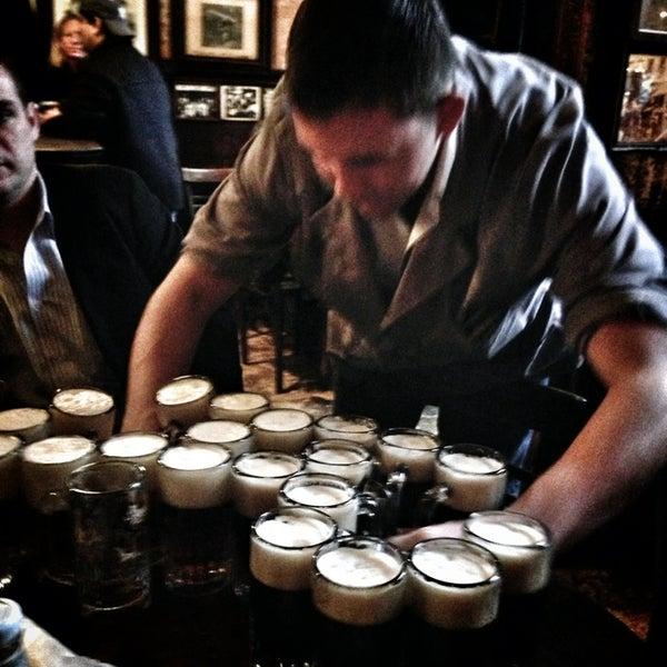 Photo prise au McSorley's Old Ale House par Paul K. le12/21/2012
