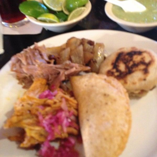 Foto tomada en La Parrilla Cancun por Debbie L. el 4/7/2013