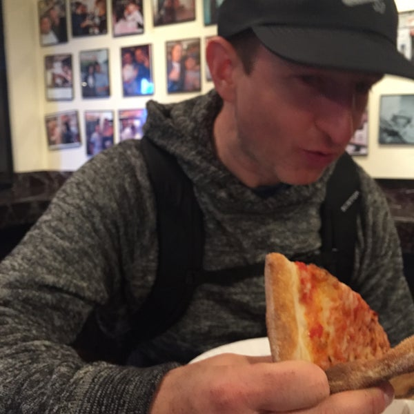 Foto tomada en Joe's Pizza por Josh H. el 4/24/2018