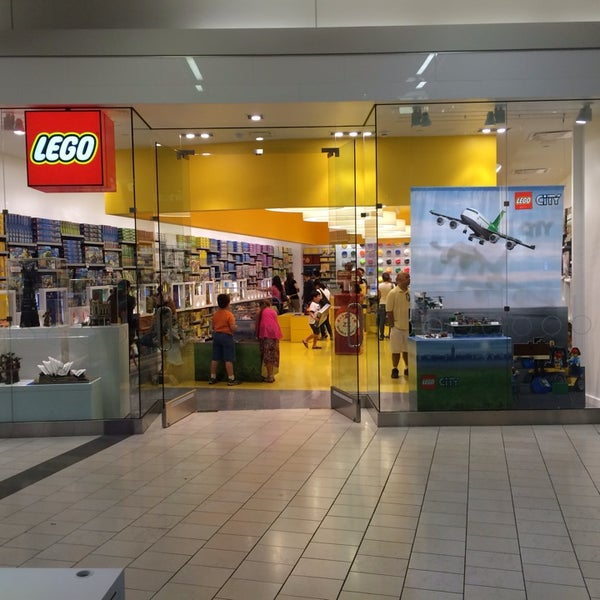 The LEGO Store - Warner Center - 3 tips