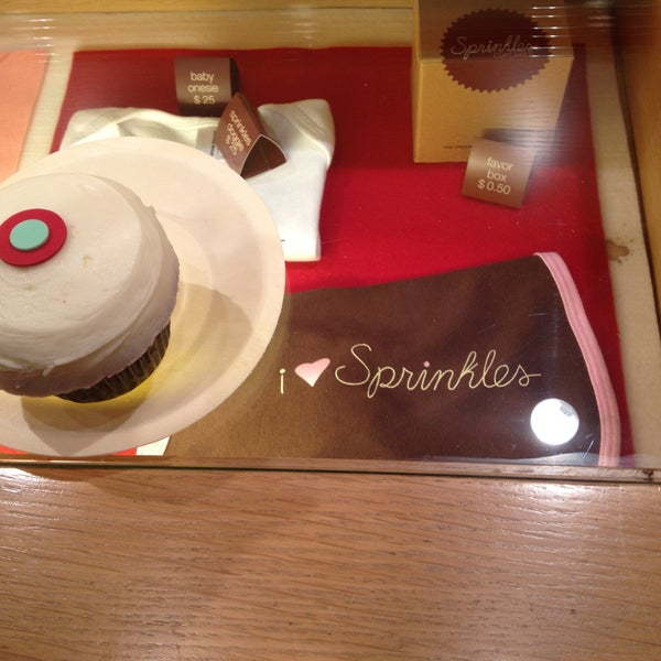 Photo taken at Sprinkles Cupcakes by Lisa B. on 5/14/2013