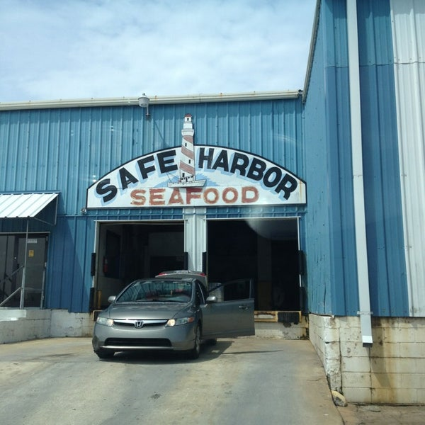 Safe harbor seafood market fish market in mayport for Fish market jacksonville fl