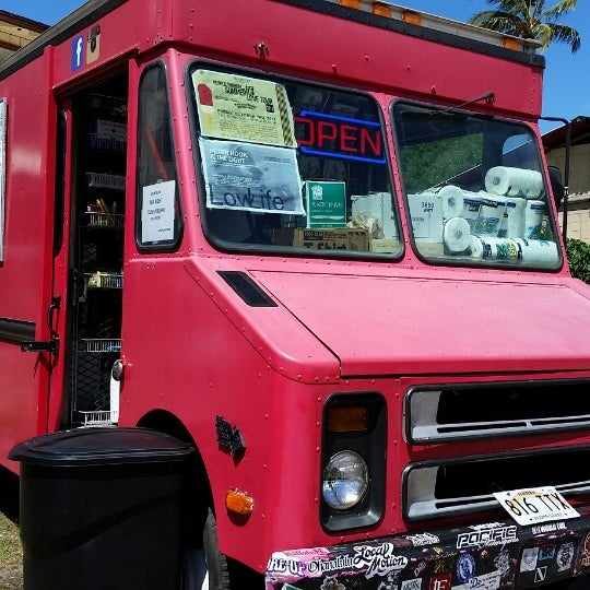 Photo Taken At Upscale Hawaii Food Truck By Bonny G On 10 3
