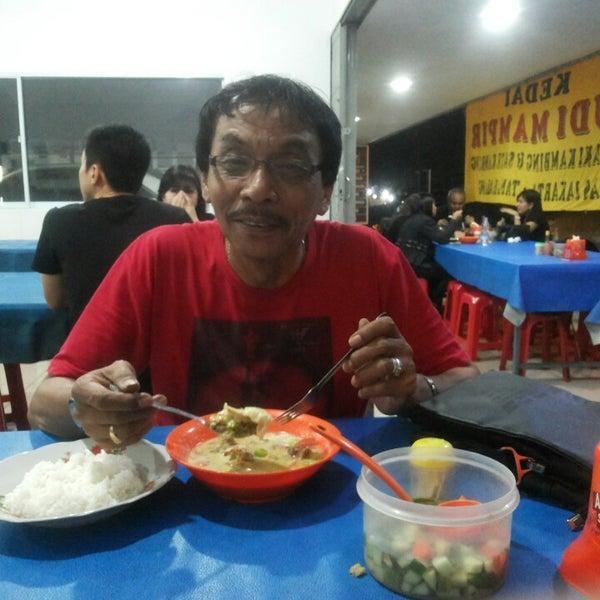 Photo taken at Sop Kaki Kambing Sudi Mampir by Odet B. on 10/20/2014