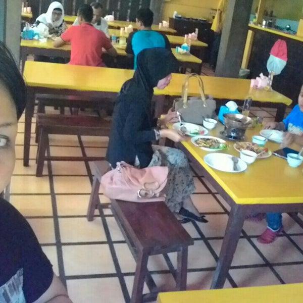 Photo taken at Phuket Thai Resto by shelo m. on 8/16/2015