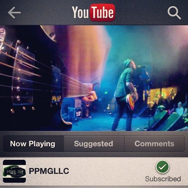 รูปภาพถ่ายที่ Summit Music Hall โดย Gino C. เมื่อ 10/31/2012