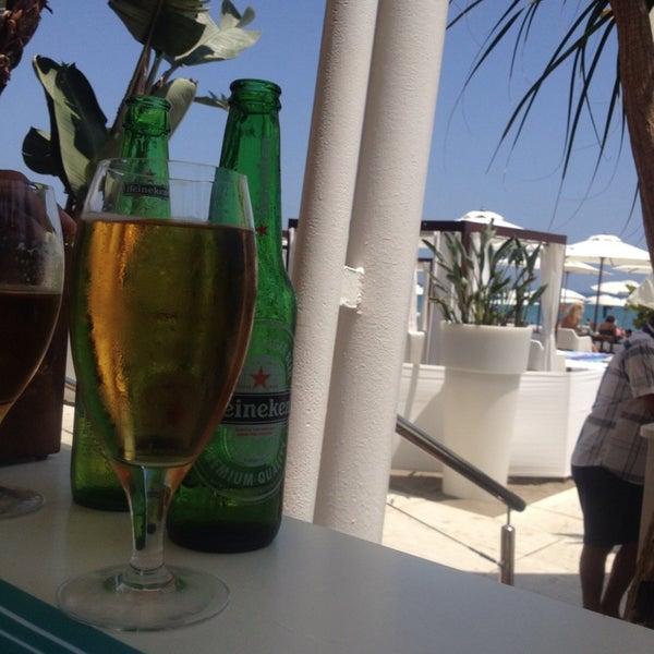 Foto tomada en Playa Miguel Beach Club por Steff S. el 7/29/2014