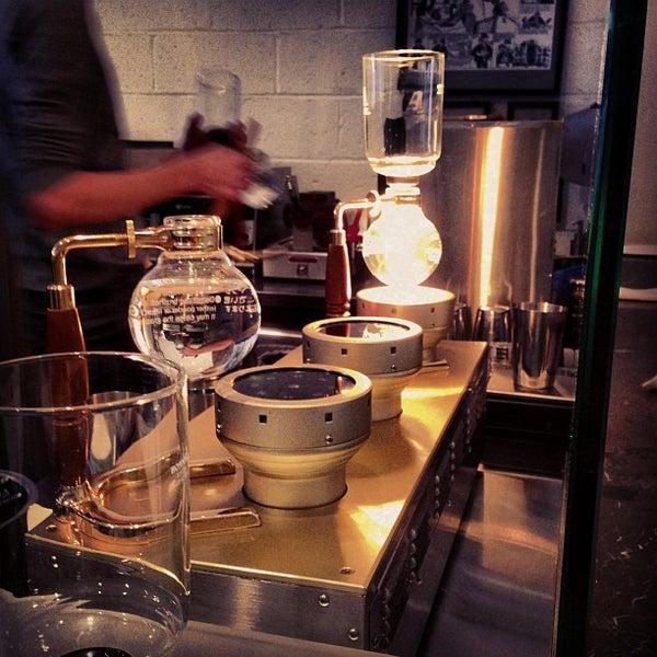 Снимок сделан в Blue Bottle Coffee пользователем Phil M. 2/18/2013