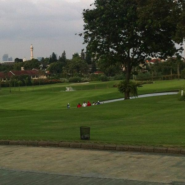 4/15/2013 tarihinde Riany T.ziyaretçi tarafından Pondok Indah Golf & Country Club'de çekilen fotoğraf