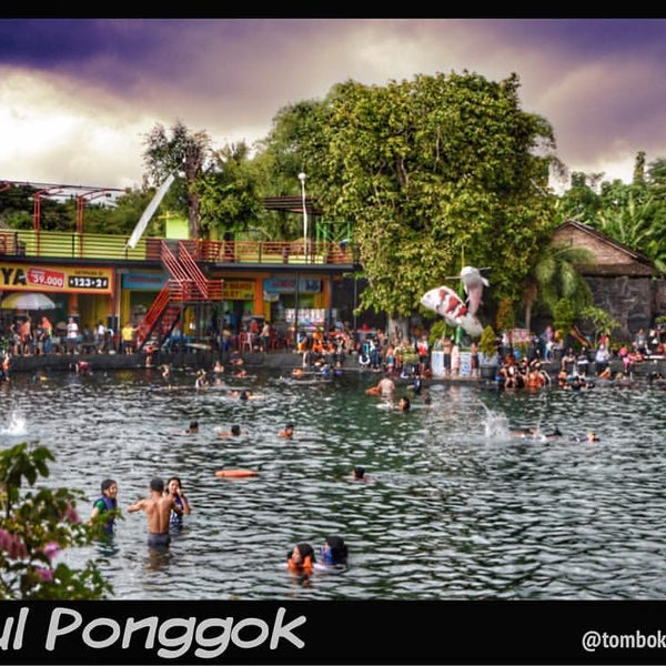 Photo taken at Umbul Ponggok by ··OƆIЯ·· on 12/30/2016