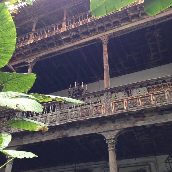 Foto tomada en La Casa De Los Balcones por Christoph A. el 5/22/2014