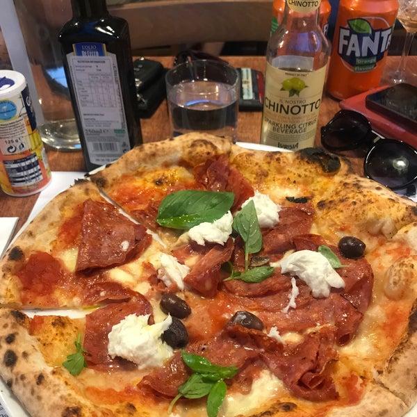 Foto scattata a Zanini Pizzeria da Benj il 2/20/2018