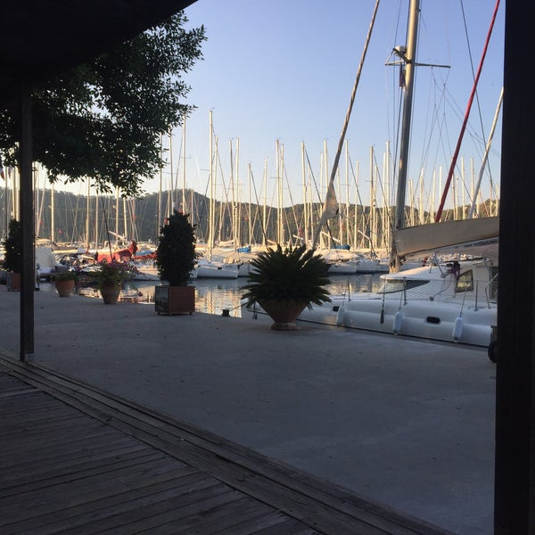 11/6/2017 tarihinde Ali A.ziyaretçi tarafından Mod Yacht Lounge'de çekilen fotoğraf