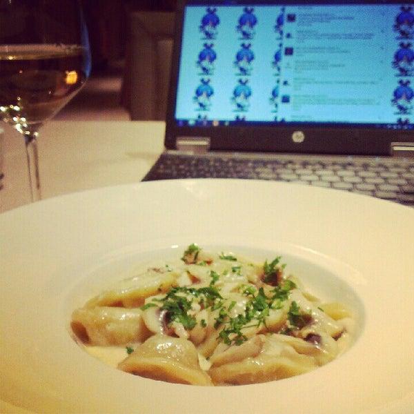 Снимок сделан в Matisse пользователем Maria C. 10/2/2012