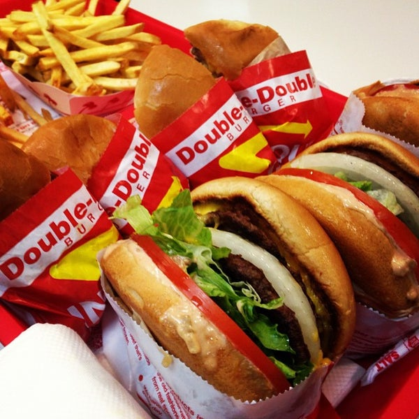 Photo taken at In-N-Out Burger by Jaypee Anthony U. on 9/28/2013