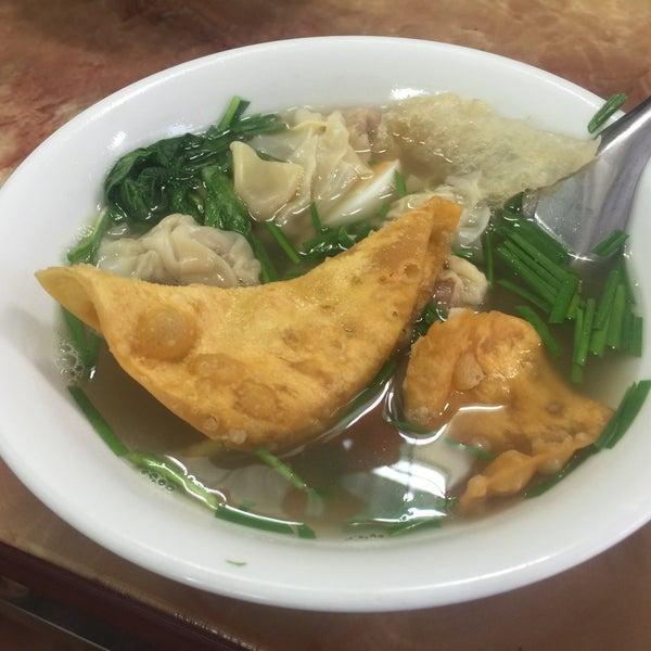 Photo taken at Mì Vằn Thắn Đinh Liệt by 5 B. on 11/5/2016