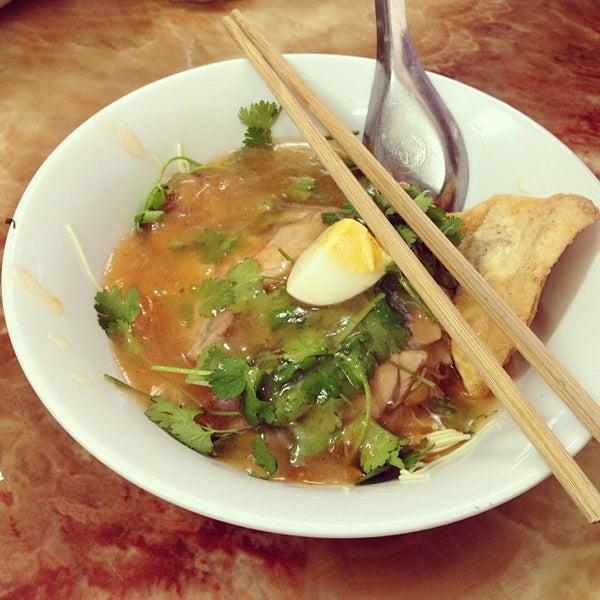 Photo taken at Mì Vằn Thắn Đinh Liệt by 5 B. on 1/22/2014