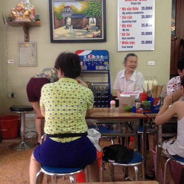 Photo taken at Mì Vằn Thắn Đinh Liệt by 5 B. on 5/28/2014