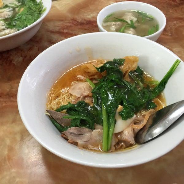 Photo taken at Mì Vằn Thắn Đinh Liệt by 5 B. on 3/30/2015