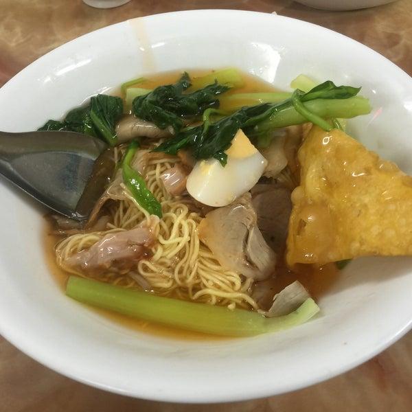 Photo taken at Mì Vằn Thắn Đinh Liệt by 5 B. on 2/7/2017