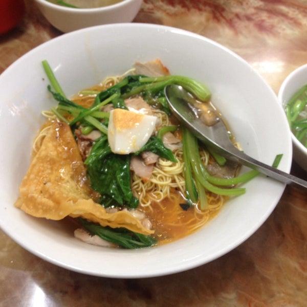 Photo taken at Mì Vằn Thắn Đinh Liệt by 5 B. on 7/15/2014