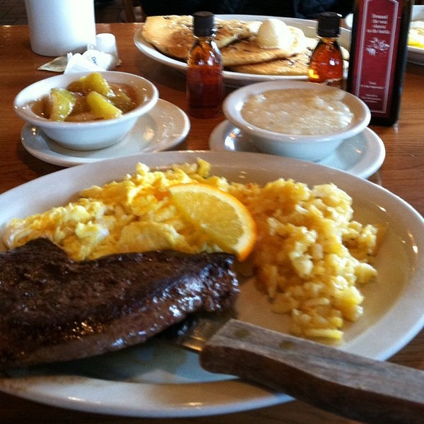 Photo taken at Cracker Barrel Old Country Store by Iam M. on 12/10/2012
