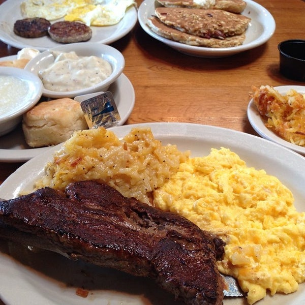 Photo taken at Cracker Barrel Old Country Store by Iam M. on 7/29/2014
