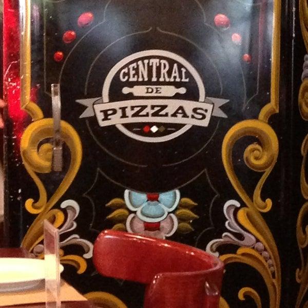 Foto tomada en Central de Pizzas por Votche J. el 6/9/2013