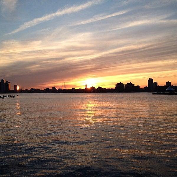 Das Foto wurde bei Hudson River Park von Alex G. am 4/21/2013 aufgenommen