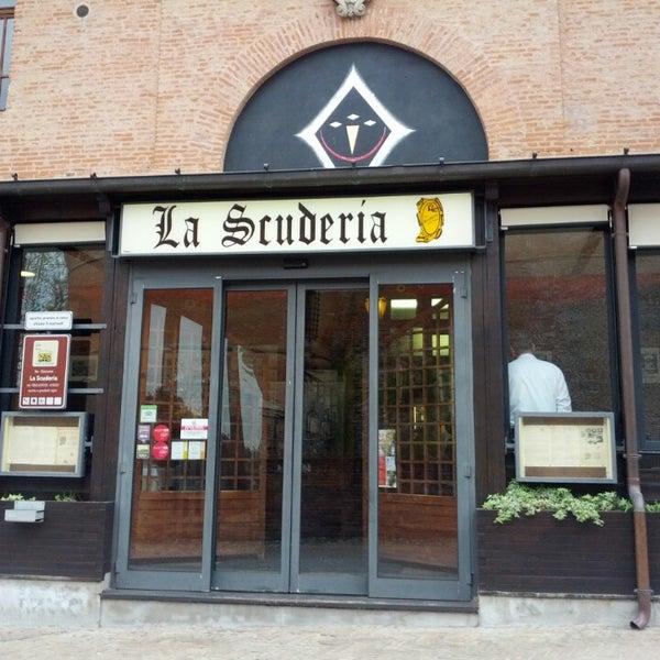 Foto scattata a Ristorante La Scuderia da Six il 4/27/2013