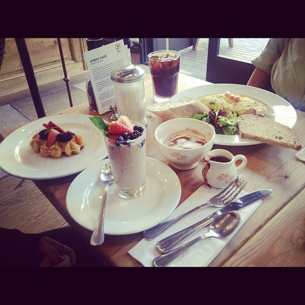 Photo taken at Le Pain Quotidien by Jacky S. on 1/6/2013
