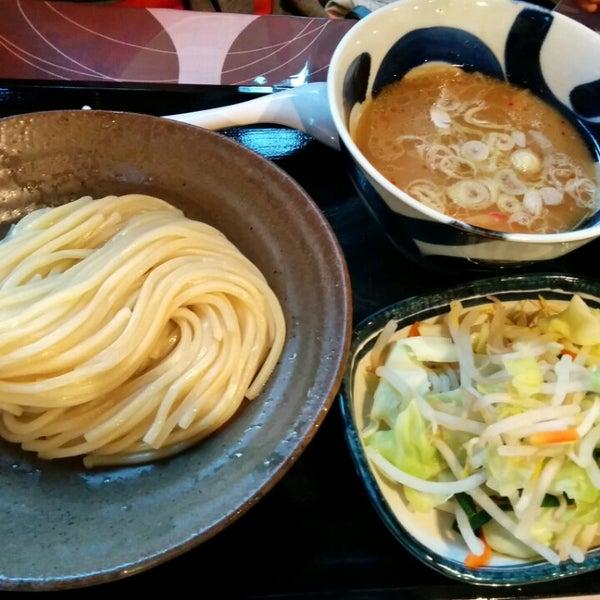 Photo taken at 三ツ矢堂製麺 下北沢店 by ブルーツリー on 10/11/2014