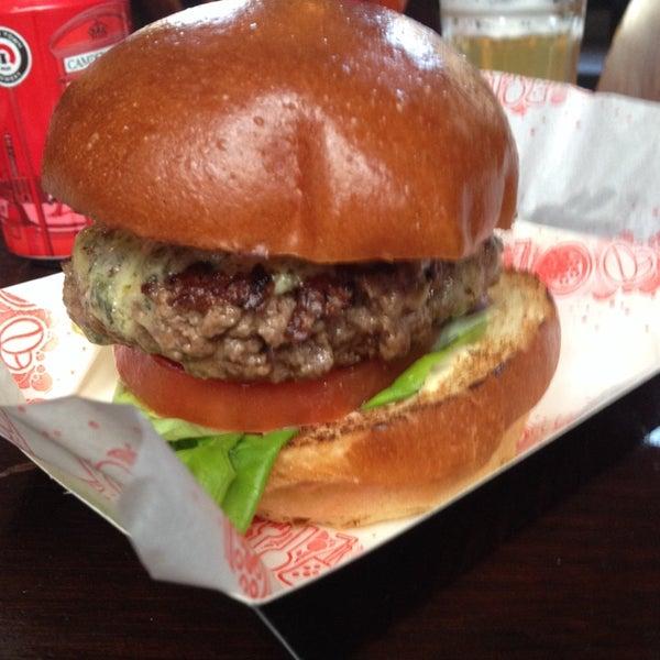 Снимок сделан в Yeah! Burger пользователем Ed W. 10/18/2014